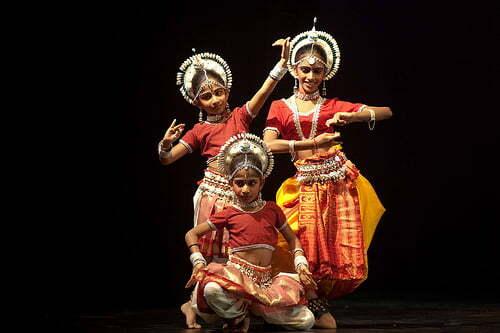 children learn indian classical dance